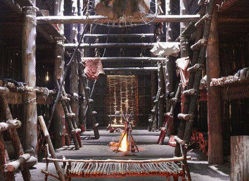 Maison longue nationale Ekionkiestha' - Musée huron wendat
